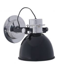 Geen bovenkastjes in de keuken? Kies voor robuuste wandlampen. Uitgevoerd in glanzend diepzwart en met mooie aluminium details. Industriële sfeer!