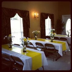 """This is a great idea for the tables, simple white table cloth, yellow """"runner""""(yellow wrapping paper) white and yellow flowers in simple mason jars. Banquet Decorations, Easter Table Decorations, Decoration Table, Reunion Decorations, Banquet Ideas, Brunch Decor, Brunch Table, Daisy Party, Summer Brunch Outfit"""
