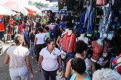 Honduras: Inicia fiebre de las compras navideñas; comercio espera un 80% de crecimiento. Un fin de semana de mucho movimiento se vivió en el centro de la ciudad.