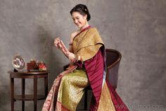 เจ้าสาวแต่งไทย... เคียนอกห่มสไบอย่างไทยโบราณ Traditional Thai Clothing, Traditional Fashion, Traditional Outfits, Dress With Shawl, Dress Up, Thai Wedding Dress, Thai Dress, Traditional Wedding Dresses, Thai Style