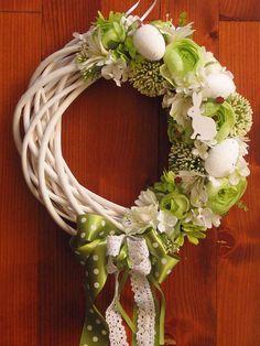 Veľký zelený veľkonočný veniec 32 cm Easter Flower Arrangements, Flower Arrangement Designs, Easter Flowers, Ester Decoration, Craft Markets, Deco Mesh Wreaths, Easter Wreaths, Crafts To Do, Flower Crafts