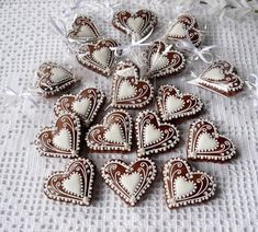 Christmas Hearts, Felt Ornaments, Biscotti, Valentines, Pottery, Brooch, Cookies, Christmas Biscuits, Hearts
