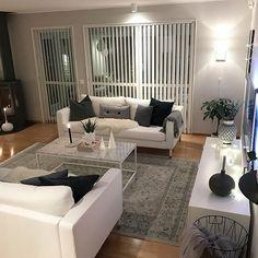 Halloj Har ni en skön tisdagkväll fina instisar ? Nu kurar vi snart upp oss i soffan och tittar på vår favoritserie Walking dead. ♂️ Men först lite glöggmys med barnen innan sängen kallar på dem. Trevlig kväll! ✨ • • • • • • #livingroom #livingroomdecor #livingroominspo #vardagsrum #marmorbord #whiteinterior #interiordecor #interiorismo #interiorandhome #homestyle #homestyling #mynordichome #scandinavianhome #nordiskehjem #skandinaviskehjem #interior_and_living #boligpluss #ch... Dream Apartment, Couch, Mansions, Living, Walking Dead, Furniture, Instagram, Decorating Ideas, Home Decor