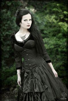 mystery woman in gothic black | gothic fashion goth gothic style fashion girl women https www facebook ...