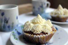 La meilleure recette de Cupcakes au chocolat et glaçage au cream cheese! L'essayer, c'est l'adopter! 4.7/5 (3 votes), 1 Commentaires. Ingrédients: 2 oeufs, 400 g de sucre, 70 g de beurre pommade, 50 g de cacao en poudre non sucré, 8 g de sucre vanillé, 300 g de yaourt grec, 250 g de farine, 5 g de levure chimique, 2 g de sel, 600 g de cream cheese (type Philadelphia), 100 g de sucre glace