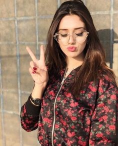 Hottest TikTok beauty Alishba Anjum Wiki, Biography, Age, Facts and Cute Girl Poses, Cute Girl Photo, Girl Photo Poses, Girl Photography Poses, Cute Girls, Stylish Girls Photos, Stylish Girl Pic, Stylish Dp, Girl Pictures