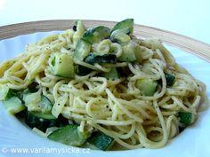 Těstoviny s cuketou na bylinkovém másle Spaghetti, Food And Drink, Pizza, Ethnic Recipes, Fit