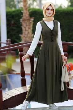 Nurkombin Haki Jile Elbise Robes from girls's favourite items of attire could also be the principle component to a singular … Modest Dresses, Modest Outfits, Simple Dresses, Modest Fashion, Hijab Fashion, Casual Dresses, Fashion Dresses, Hijab Abaya, Muslim Women Fashion