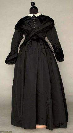 Maternity mourning dress, ca 1870