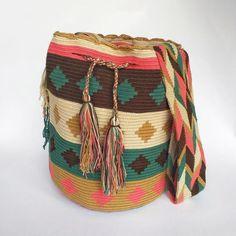 Crochet Bags, Hand Crochet, Tapestry Bag, Bohemian Look, Trendy Accessories, Mandala Art, Christmas Stuff, Everyday Outfits, Crochet Projects