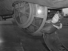 To learn to shoot from a bomber, World War II airmen went to the movies. http://www.airspacemag.com/military-aviation/how-become-ball-turret-gunner-180954667/ …