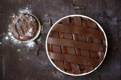 La crostata al cioccolato di Ernst Knam Per la pasta frolla al cacao: 150 gr di…