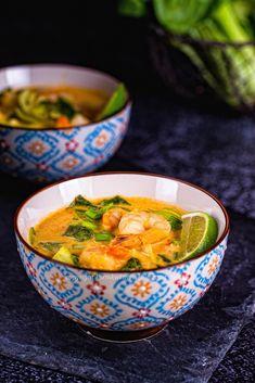 Zupa tajska z krewetkami Serving Bowls, Baking, Tableware, Food, Mixing Bowls, Bread Making, Dinnerware, Meal, Patisserie