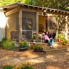 Photo: Deborah Whitlaw Llewellyn | thisoldhouse.com | from Cottage-Style Comeback for a 1950s Stucco Ranch