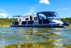 Flexibel wie eine Motoryacht und komfortabel wie ein Wohnmobil. Und das auch noch führerscheinfrei, d.h. auch ohne Sportbootführerschein mietbar. Das Hausboot Water-Camper auf der Müritz. #Hausboot #Urlaub #holidays #Sommer #travel #Wasser