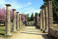 007 - CIUDAD OLIMPIA - GRECIA - Olimpia, fue una ciudad de la antigua Grecia en la prefectura de Élide, en el Peloponeso, en la región de Grecia occidental. Se encontraba al pie del monte Cronio y en el lado derecho del río Alfeo. Es conocida por haberse celebrado en ella, en la Antigüedad, los primeros Juegos Olímpicos, con una importancia comparable a los Juegos Píticos que se celebraban en Delfos.