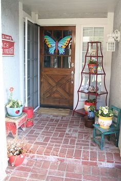 Major Spring Inspiration: Striking Spring Doors, Porches, and Entryways.  Roundup by @Jenna_Burger, SASinteriors.net