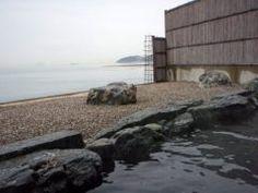 愛媛県松山市の日帰り温泉シーパMAKOTOはカップルにおすすめですよ()v 露天風呂にサウナが付いた海側は2名で4200円とリーズナブル 利用時間はたっぷり90分 ミネラル豊富な湯がとても気持ちいいですよ tags[愛媛県]