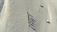 Vue aérienne de randonneurs dans les alpes. www.flytem.fr