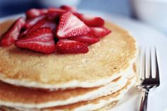 Dairy free pancakes 1 cup all-purpose flour 3 T. sugar 2 t. baking powder ½ t. salt 1 cup unsweetened plain almond milk or other non-dairy milk 1 large whole egg, lightly beaten 1 large egg yolk, lightly beaten 1 ½ t. Pancakes No Milk, Dairy Free Pancakes, Dairy Free Diet, Pancakes Easy, Waffles, Fluffy Pancakes, Banana Pancakes, Sourdough Pancakes, Paleo Dairy