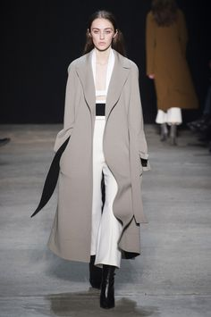 Narciso Rodriguez at New York Fashion Week Fall 2017 - Runway Photos Source by fashion edgy Fashion Week, Fashion Show, Fashion Outfits, Fashion Design, All Black Fashion, Fashion Edgy, Winter Trends, Winter 2017, Street Style