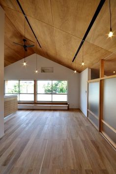 Plywood Ceiling, Plywood Walls, Japanese Modern House, Home Insulation, Home Office Decor, Home Decor, Tiny House Plans, House Roof, Home Furniture