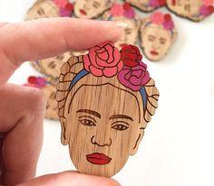 Frida Kahlo broche madera corte por adaandcedar en Etsy