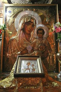 Close up of the Most Holy Lady of Jerusalem aka Panagia Ierosolymitissa is a… Religious Images, Religious Icons, Religious Art, Church Icon, Frida And Diego, Statues, Russian Icons, Byzantine Art, Holy Mary