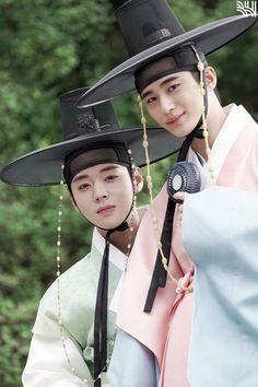 Korean Celebrities, Korean Actors, Korean Dramas, Korean Traditional, Traditional Outfits, Kdrama, Flower Crew, Japanese Drama, Drama Korea