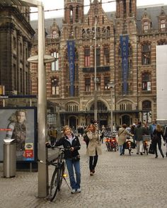 in-front-of-magna-plaza-shopping-center-amsterdam