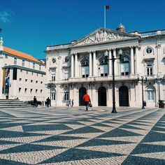 Geometrical Ground - Discover the Calçada Portuguesa in the largest outdoor museum of Europe: #Lisbon! Find your perfect place by clicking the link in our bio. #insuites #architecture #art #travelgram #wonderfulplaces #exploremore #tourism #discover #vsco