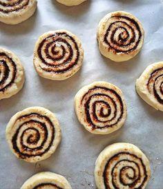 Rizslisztes csigabigák 🐌 irány a sütő! 😍#glutenmentes #gluténmentes #glutenfree #kakaóscsiga #homemade #lovebaking #baking #diet #riceflour #yummy #singluten #senzaglutine #bezlepku #glutenfrei #glutenvrij #cocoarolls #food #freefrom #freefromgluten