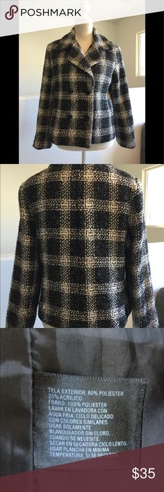 Houndstooth jacket. Size Medium East 5th Houndstooth jacket  Four buttons, one extra Fully lined Excellent used condition East 5th Jackets & Coats