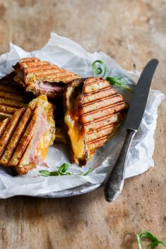 Bacon Sandwich, Toast Sandwich, Sandwiches, Sleepover Food, Yummy Eats, Cheddar, Food Styling, Make It Simple, Pork