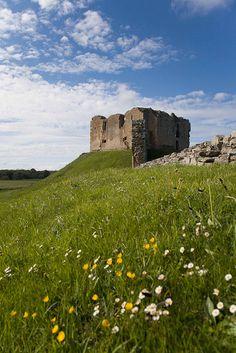 Duffus Castle Scotland b. (813)William Sutherland, d. (819)William de Moravia, b. (907)William Sutherland, d. (911)William de Moravia, b. (3431)Freskin de Moravia