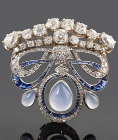 A Belle Epoque platinum, diamond, sapphire and chalcedony clip brooch, circa 1910, with later modifications. 4.3 x 4.5cm. #BelleÉpoque #brooch