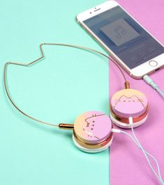 Rock a statement look whilst listening to your favourite tunes with these Pusheen Cat Headphones. Chat Pusheen, Pusheen Love, Pusheen Shop, Pusheen Plush, Cat Headphones, Girl With Headphones, Cat Lover Gifts, Cat Lovers, Smartphone