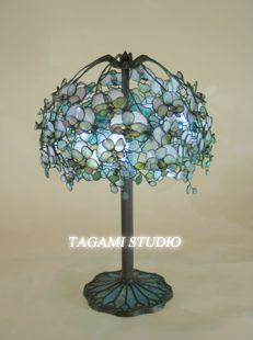 TAGAMIグラス工房は湘南にありステンドグラスのオーダーメイドや、ティファニーランプやオリジナルのステンドグラス作品を販売しています。