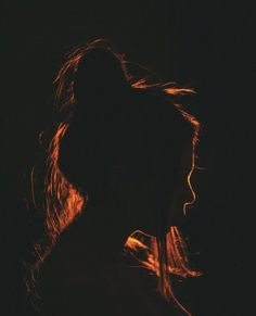 Silhouette Photography, Shadow Photography, Creative Portrait Photography, Photography Poses Women, Tumblr Photography, Photography Ideas, Dramatic Photography, Light Painting Photography, Night Time Photography