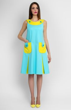 A-shape sleeveless stretchy cotton dress. Boat neck. Hidden back zip closure. Front patch pockets. Unlined.