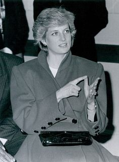 1987 03 04 Diana practises sign language at the Deaf Centre in Leeds, West Yorkshire