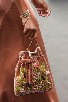 Alberta Ferretti at Milan Fashion Week Fall 2016 - Details Runway Photos Burberry Handbags, Chanel Handbags, Designer Handbags, Designer Purses, Potli Bags, Luxury Sunglasses, Fashion Bags, Milan Fashion, Style Fashion