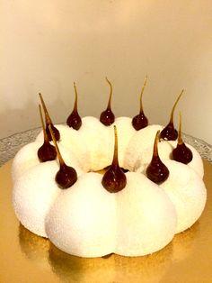 Entremets à la vanille Baking Recipes, Cake Recipes, Patisserie Fine, Vanilla Mousse, Mousse Dessert, Dessert Aux Fruits, Log Cake, Number Cakes, Cake & Co