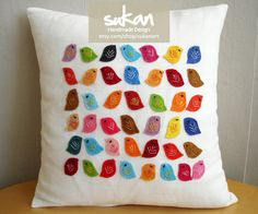 Fantastisk med masser af farverige fugle.  Sukan / Colors Birds White Linen Pillow Cover - 14x14 inch