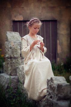 love the Jane Austen feel of this little girl <3
