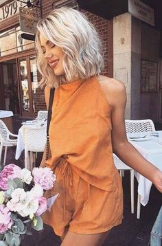 From years, short hairstyles for spring are the favorite of the most popular female hairstyles. A short hairstyle can be an excellent addition for this spring season. Here you can find a number of them those you can consider. #shorthairstyles #springshorthairstyles Blunt Bob Hairstyles, Messy Hairstyles, Hairstyle Ideas, Messy Short Hairstyles, Model Hairstyles, Female Hairstyles, Stylish Hairstyles, Braided Hairstyle, Baddie Hairstyles