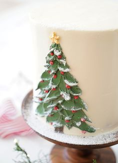 A moist and richly spiced gingerbread cake filled with lemon buttercream, covered in silky Italian buttercream, faced with a beautiful buttercream Christmas tree. Christmas Cake Designs, Christmas Tree Cake, Christmas Cake Decorations, Christmas Tree Painting, Christmas Sweets, Holiday Cakes, Christmas Cupcakes, Christmas Baking, Fondant Christmas Cake