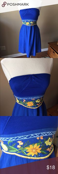 Free People Blue Dress Strapless dress with elastic smocking in back, ties in back. The skirt is a gauze-like fabric, bodice is like a tee shirt and ties are cotton. Fabric tag shown in photo. Shown on size 6/8 mannequin (mannequin measures 37-26-37)👗👚👜Check out the $6 section of closet (before sold items). 15% bundle discount on 2+ items. 🚫NO TRADES 🚫NO MODELING🚫 Free People Dresses