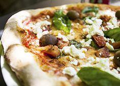 Greek Salad Pizza - Serve this with homemade tzatziki sauce! #recipe #pizza