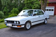 BMW E28 535i looks so much better with euro bumpers